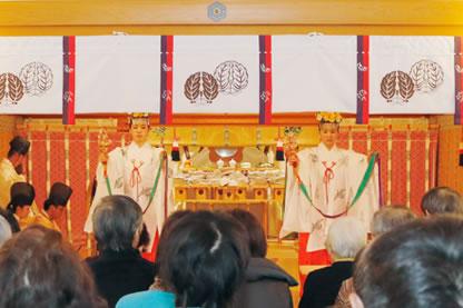新春初祈祷の様子